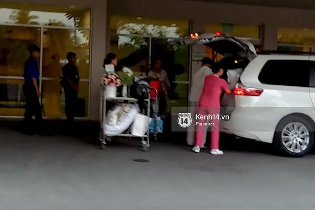 Hoa hậu Đặng Thu Thảo đã rời bệnh viện trở về nhà sau khi hạ sinh con đầu lòng. - Ảnh 3.