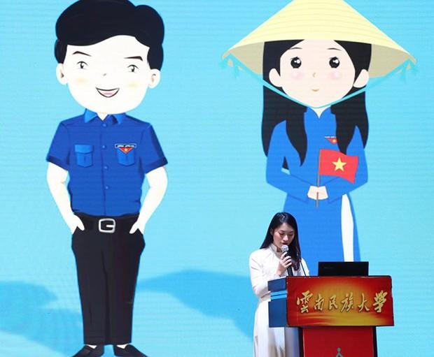 Khánh Vy duyên dáng với áo dài, tự tin đại diện thanh niên Việt Nam thuyết trình tại Trung Quốc - Ảnh 1.