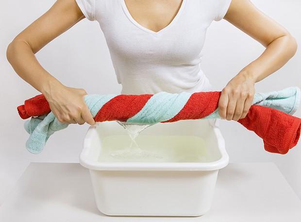 Phơi quần áo mà mắc phải 5 sai lầm này thì chỉ rước thêm vi khuẩn vào người - Ảnh 1.