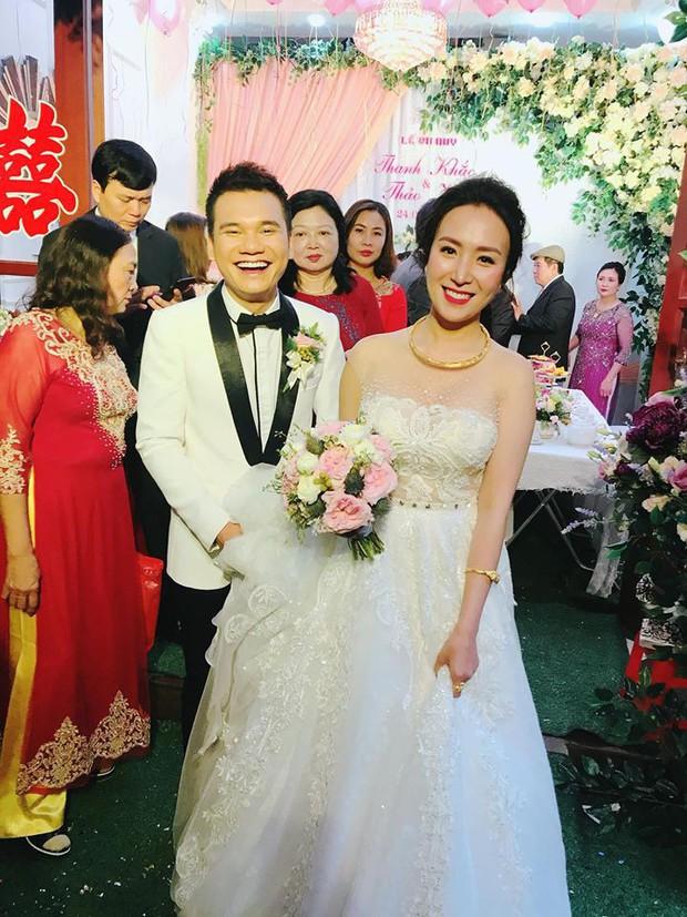 Khắc Việt rạng rỡ bên bà xã xinh đẹp tại đám cưới ở quê nhà Yên Bái - Ảnh 1.