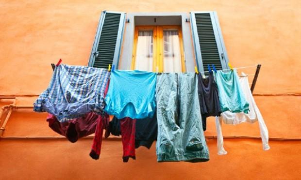 Phơi quần áo mà mắc phải 5 sai lầm này thì chỉ rước thêm vi khuẩn vào người - Ảnh 2.