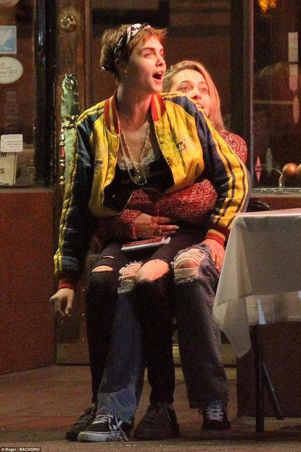 Con gái Michael Jackson xác nhận hẹn hò đồng giới với Cara Delevingne bằng nụ hôn môi đắm đuối - Ảnh 7.