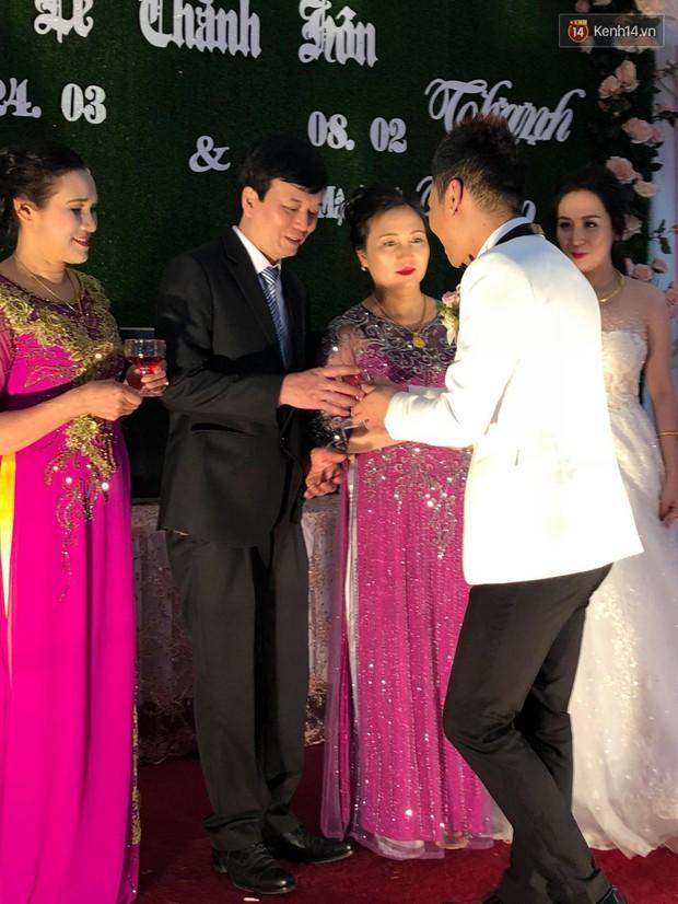 Khắc Việt rạng rỡ bên bà xã xinh đẹp tại đám cưới ở quê nhà Yên Bái - Ảnh 6.
