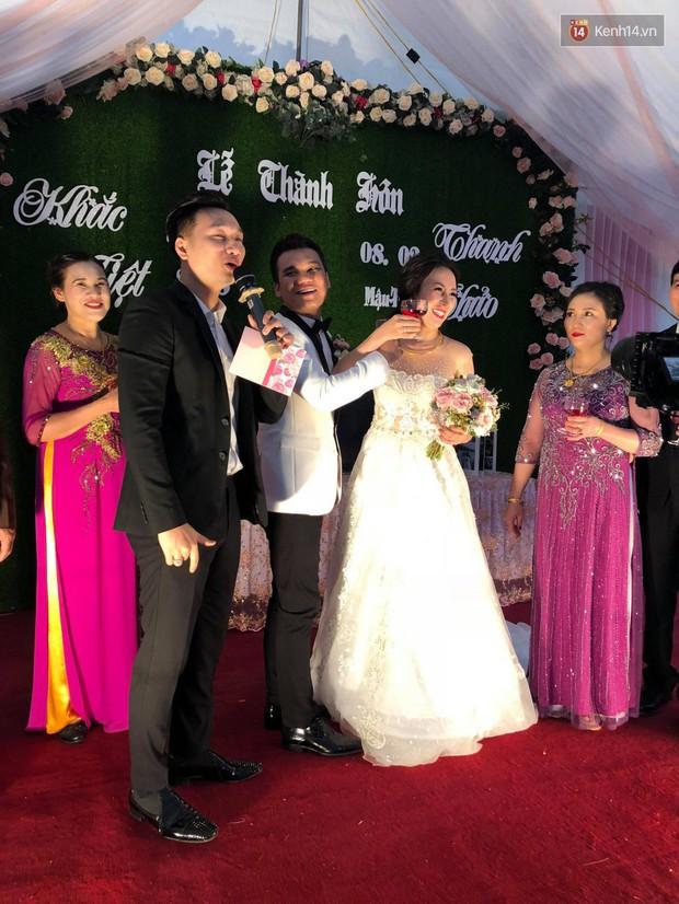 Khắc Việt rạng rỡ bên bà xã xinh đẹp tại đám cưới ở quê nhà Yên Bái - Ảnh 4.