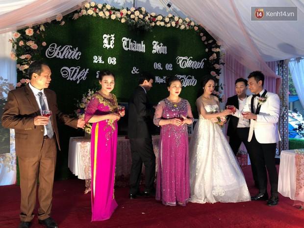 Khắc Việt rạng rỡ bên bà xã xinh đẹp tại đám cưới ở quê nhà Yên Bái - Ảnh 5.