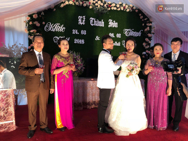 Khắc Việt rạng rỡ bên bà xã xinh đẹp tại đám cưới ở quê nhà Yên Bái - Ảnh 7.
