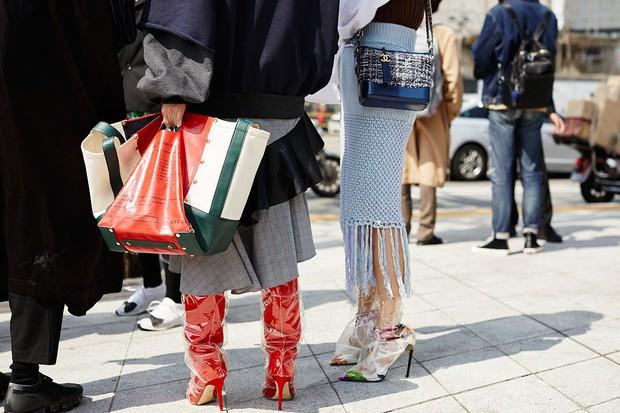 Giới trẻ Hàn Quốc luôn mặc đẹp nhưng chỉ tại Seoul Fashion Week, người ta mới có thể bắt gặp nhiều anh tài street style hội tụ đến thế - Ảnh 21.