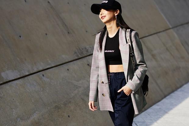 Giới trẻ Hàn Quốc luôn mặc đẹp nhưng chỉ tại Seoul Fashion Week, người ta mới có thể bắt gặp nhiều anh tài street style hội tụ đến thế - Ảnh 11.