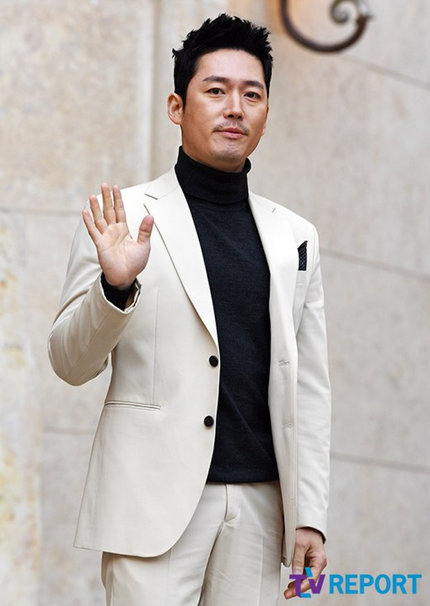 Hôn lễ tài tử phim Yongpal: Chú rể đẹp trai quá mức quy định, tình cũ màn ảnh Han Chae Young lộ chân gầy như sắp gãy - Ảnh 14.