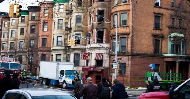 Nhân viên cứu hoả thiệt mạng trong vụ cháy phim trường tại New York - Ảnh 3.