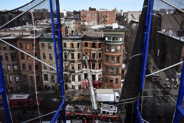 Nhân viên cứu hoả thiệt mạng trong vụ cháy phim trường tại New York - Ảnh 2.