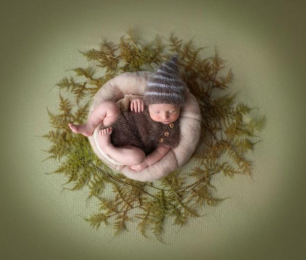 Ngất ngây với chùm ảnh những em bé sơ sinh cuộn tròn say ngủ - Ảnh 13.
