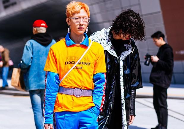 Giới trẻ Hàn Quốc luôn mặc đẹp nhưng chỉ tại Seoul Fashion Week, người ta mới có thể bắt gặp nhiều anh tài street style hội tụ đến thế - Ảnh 5.