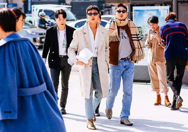 Giới trẻ Hàn Quốc luôn mặc đẹp nhưng chỉ tại Seoul Fashion Week, người ta mới có thể bắt gặp nhiều anh tài street style hội tụ đến thế - Ảnh 15.
