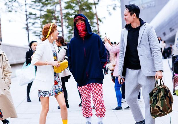 Giới trẻ Hàn Quốc luôn mặc đẹp nhưng chỉ tại Seoul Fashion Week, người ta mới có thể bắt gặp nhiều anh tài street style hội tụ đến thế - Ảnh 16.