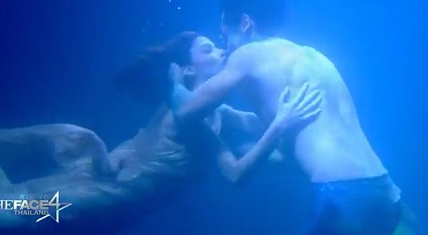 Trai đẹp 6 múi của The Face Thái đuối sức vì phải... hôn dưới nước quá nhiều? - Ảnh 3.