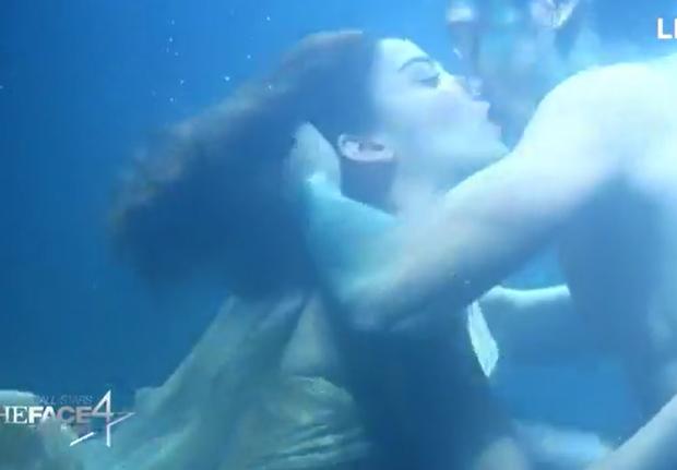 Trai đẹp 6 múi của The Face Thái đuối sức vì phải... hôn dưới nước quá nhiều? - Ảnh 4.