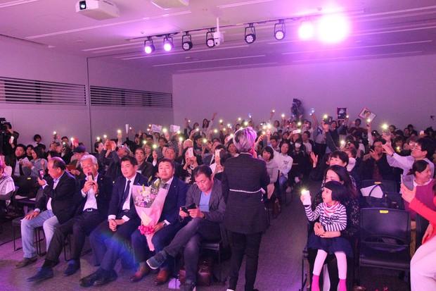 Vũ Cát Tường hạnh phúc khi được fan Nhật mang lightstick cổ vũ hết mình trong đêm nhạc riêng - Ảnh 7.