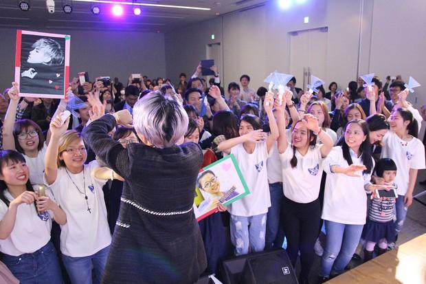 Vũ Cát Tường hạnh phúc khi được fan Nhật mang lightstick cổ vũ hết mình trong đêm nhạc riêng - Ảnh 2.