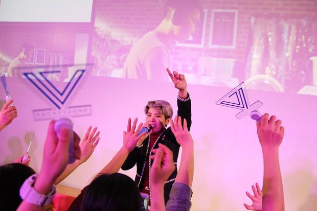 Vũ Cát Tường hạnh phúc khi được fan Nhật mang lightstick cổ vũ hết mình trong đêm nhạc riêng - Ảnh 3.