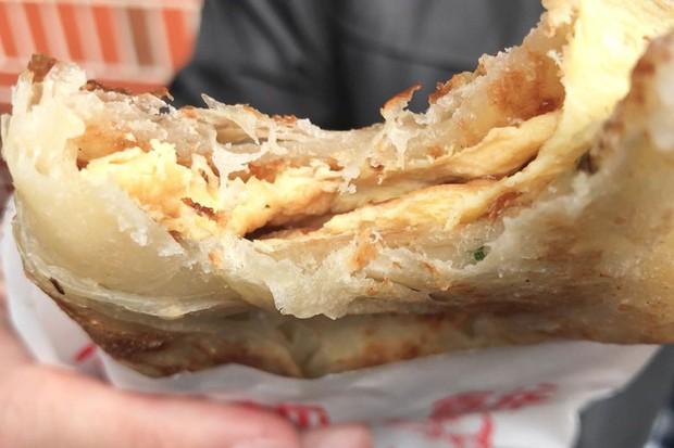 Tiệm bánh pancake cực nổi tiếng ở Đài Loan phải xếp hàng dài chờ mua - Ảnh 4.