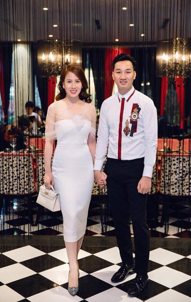 MC Thành Trung tặng vợ túi xách 3 trăm triệu cùng lời chúc ngọt ngào trong ngày sinh nhật - Ảnh 1.