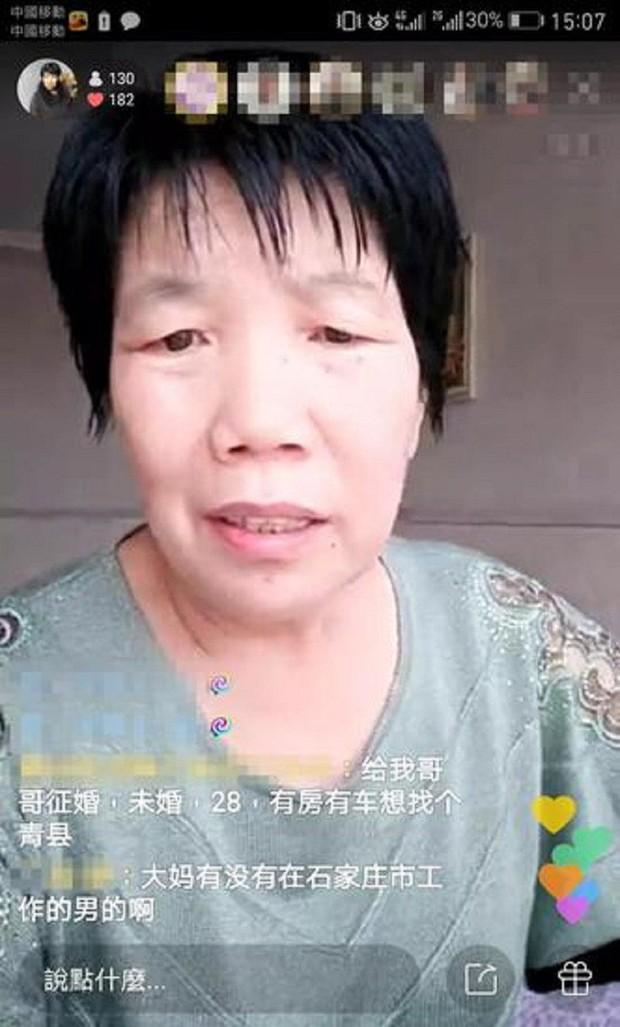 Làm bà mối online, người phụ nữ 58 tuổi trở thành hiện tượng live-stream ở Trung Quốc, thu nhập 1 triệu/ngày - Ảnh 1.