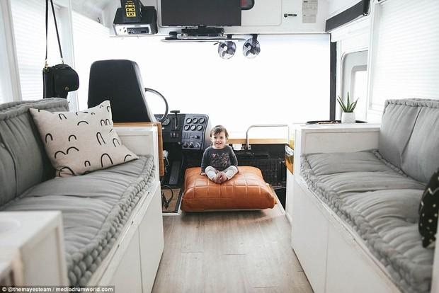 Cặp vợ chồng bỏ ra gần 1 tỷ đồng mua xe buýt cũ về tân trang, ai cũng choáng ngợp khi bước vào bên trong - Ảnh 6.