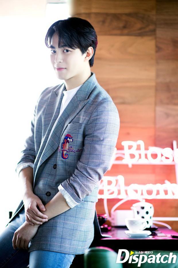 Dispatch tung bộ ảnh hội tụ dàn mỹ nam đẹp nhất xứ Hàn: Dân tình đồng loạt xin chết, không chọn nổi ai đẹp hơn - Ảnh 14.