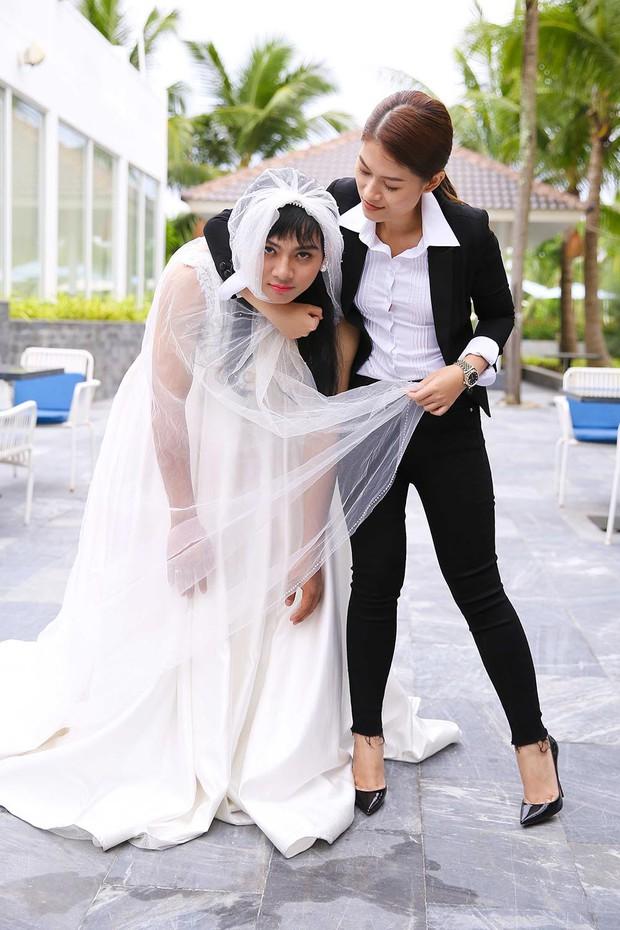 Clip: Hoài Lâm té sấp mặt giữa bãi biển khi làm... cô dâu - Ảnh 9.