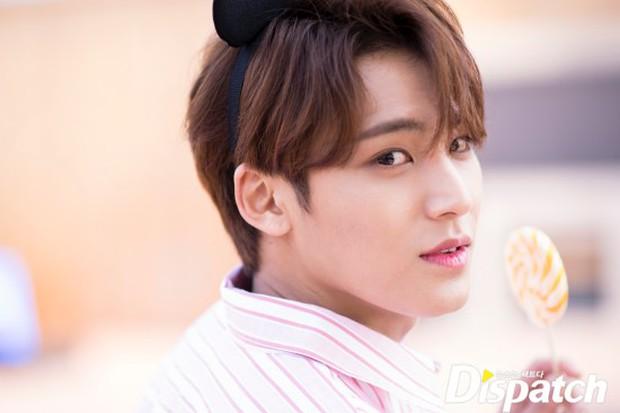 Dispatch tung bộ ảnh hội tụ dàn mỹ nam đẹp nhất xứ Hàn: Dân tình đồng loạt xin chết, không chọn nổi ai đẹp hơn - Ảnh 24.