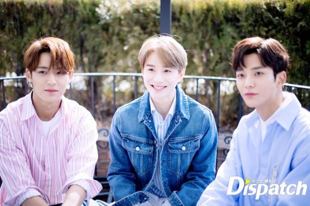 Dispatch tung bộ ảnh hội tụ dàn mỹ nam đẹp nhất xứ Hàn: Dân tình đồng loạt xin chết, không chọn nổi ai đẹp hơn - Ảnh 39.
