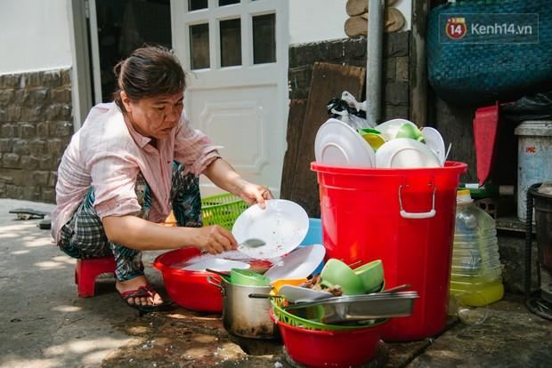 """Cô bán cơm dễ thương hết sức ở Sài Gòn: 10 ngàn cũng bán, khách nhiêu tiền cũng có cơm ăn"""" - Ảnh 10."""
