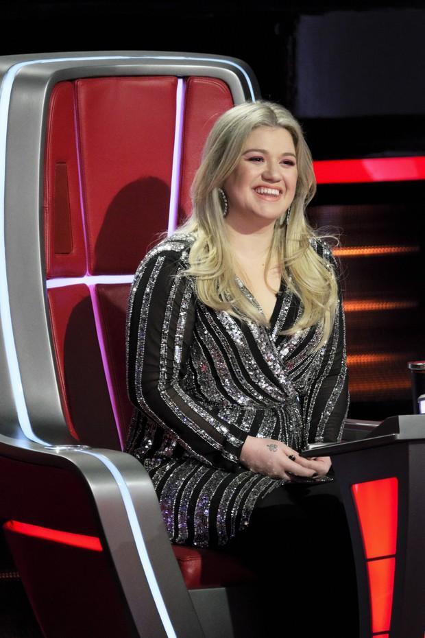 The Voice Mỹ: Kelly Clarkson bất ngờ bị chính thí sinh của mình nhận xét là thiển cận - Ảnh 2.