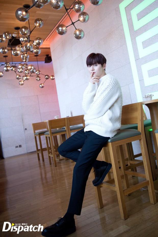 Dispatch tung bộ ảnh hội tụ dàn mỹ nam đẹp nhất xứ Hàn: Dân tình đồng loạt xin chết, không chọn nổi ai đẹp hơn - Ảnh 1.