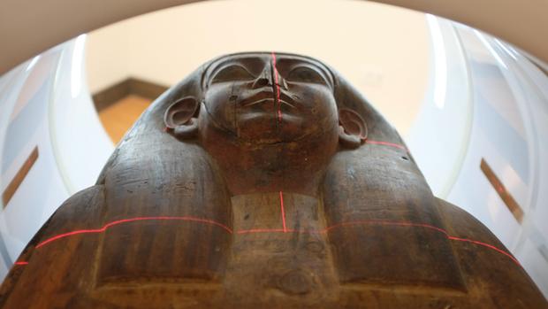 Bất ngờ phát hiện xác ướp trong một chiếc quan tài tưởng chừng trống rỗng tại viện bảo tàng Úc - Ảnh 1.