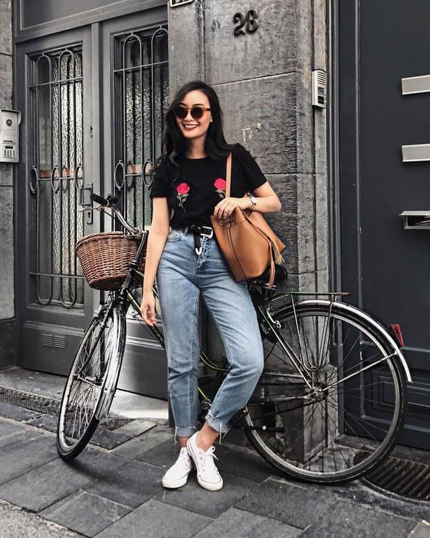 Sơmi cách điệu + quần jeans: quý cô châu Á đang khởi động mùa hè bằng combo điệu đà mà năng động này - Ảnh 12.