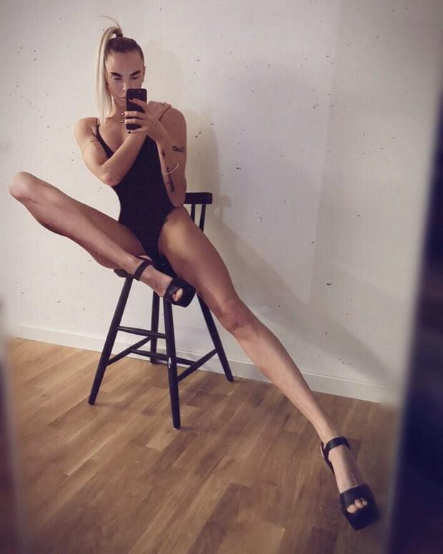 Người phụ nữ với đôi chân dài 1,1 mét tiết lộ quá khứ đau khổ khi bị dè bỉu, bắt nạt bởi cơ thể khác biệt của mình - Ảnh 4.