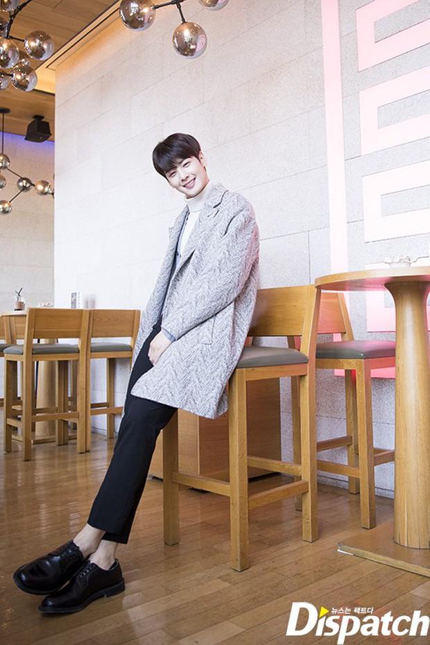 Dispatch tung bộ ảnh hội tụ dàn mỹ nam đẹp nhất xứ Hàn: Dân tình đồng loạt xin chết, không chọn nổi ai đẹp hơn - Ảnh 8.