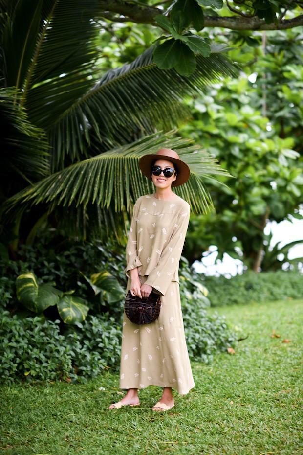 Sơmi cách điệu + quần jeans: quý cô châu Á đang khởi động mùa hè bằng combo điệu đà mà năng động này - Ảnh 7.