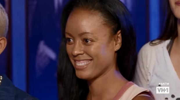 Bất ngờ với ngoại hình trẻ mãi không già của Host The Face Mỹ! - Ảnh 4.