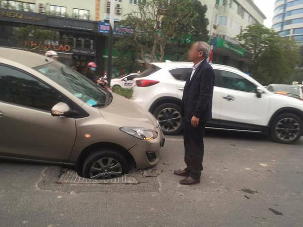 Hà Nội: Hố đen trên phố Nguyễn Chí Thanh đã có nạn nhân đầu tiên - Ảnh 2.