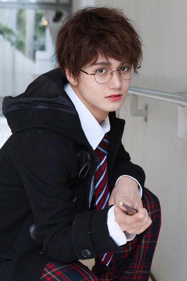 Chẳng ai nghĩ Harry Potter có thể là người châu Á cho đến khi có chàng trai này  - Ảnh 1.