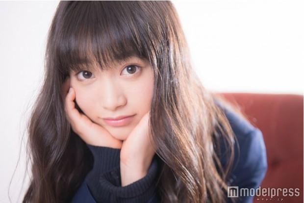 Vừa được giải nữ sinh đáng yêu nhất Nhật Bản, cô bé 17 tuổi lại bị cư dân mạng lôi ra mổ xẻ nhan sắc - Ảnh 1.