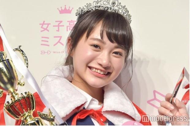 Vừa được giải nữ sinh đáng yêu nhất Nhật Bản, cô bé 17 tuổi lại bị cư dân mạng lôi ra mổ xẻ nhan sắc - Ảnh 3.