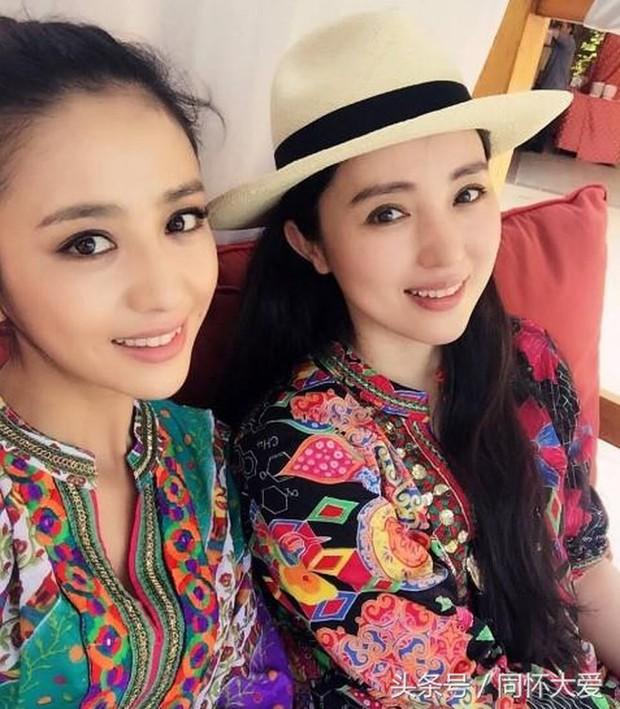 Cặp bạn thân Đồng Lệ Á - Đổng Tuyền: Từ ngoại hình đến cảnh bị chồng cắm sừng giống nhau đến 99% - Ảnh 3.