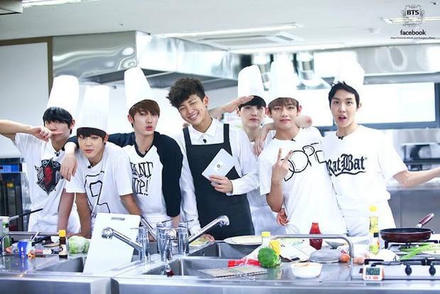 Các thành viên BTS thay đổi thế nào sau show thực tế riêng đầu tiên? - Ảnh 3.