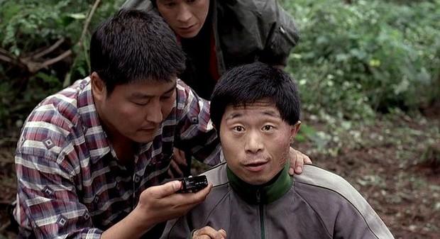 Nói phim Hàn chỉ toàn yêu đương vô bổ thì xúc phạm 5 đạo diễn quái kiệt này quá! - Ảnh 5.