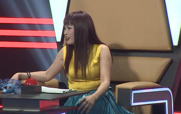 Phương Thanh chọn sai trang phục, lộ vòng 2 kém thon gọn trên ghế giám khảo - Ảnh 3.