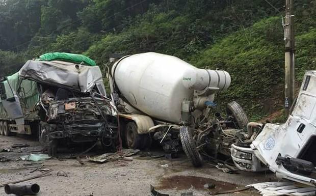 Clip: Xe bồn văng mất cabin sau cú va chạm cực mạnh với xe tải ở Hà Giang - Ảnh 3.